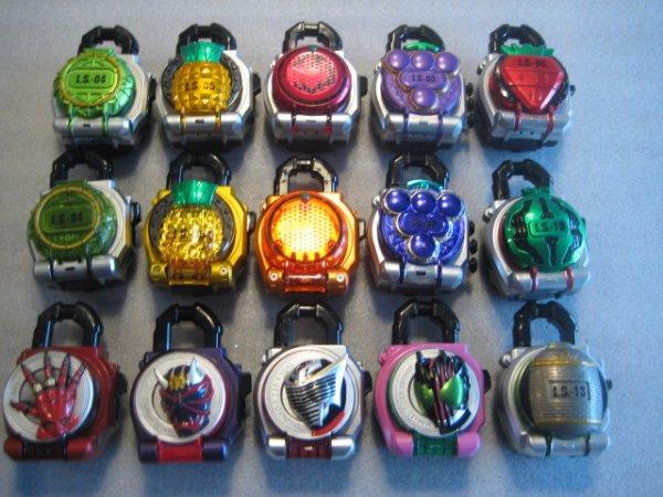 画像1: 仮面ライダー鎧武[ロックシード15個セット]まとめ売りKamen rider gaimu [Rock seed 15 pieces set] Summary selling (1)
